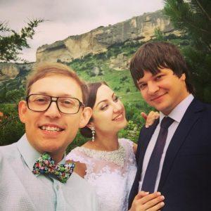 Ведущий свадьбу на природе